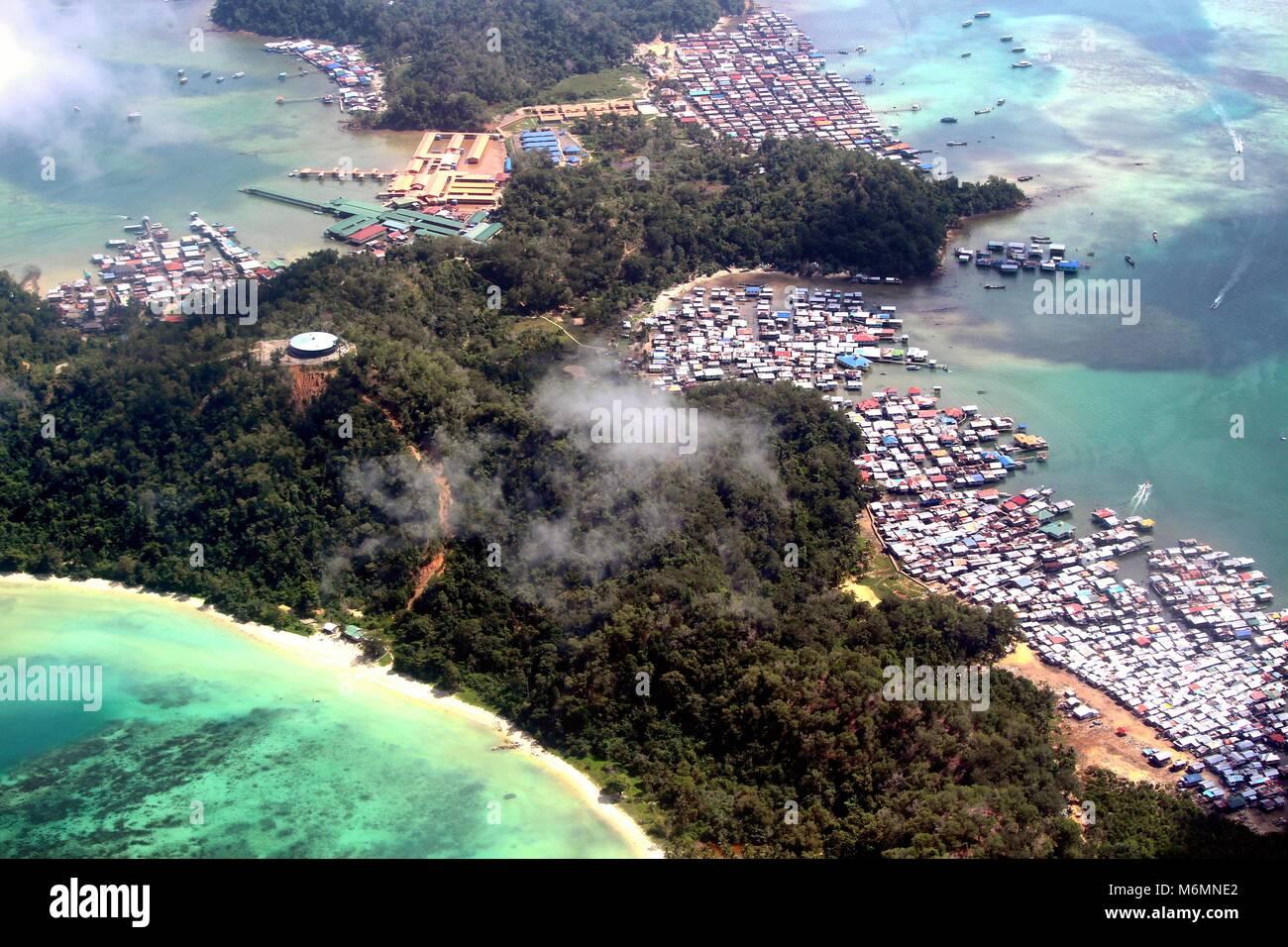 Villaggio nomade e Spiaggia Paradiso in Borneo Immagini Stock