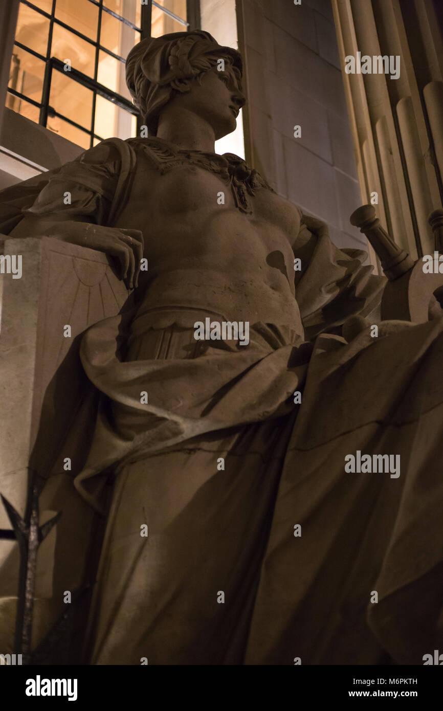 """Statua di Pietra della Britannia al di fuori di un """"club privato' di Londra. Immagini Stock"""