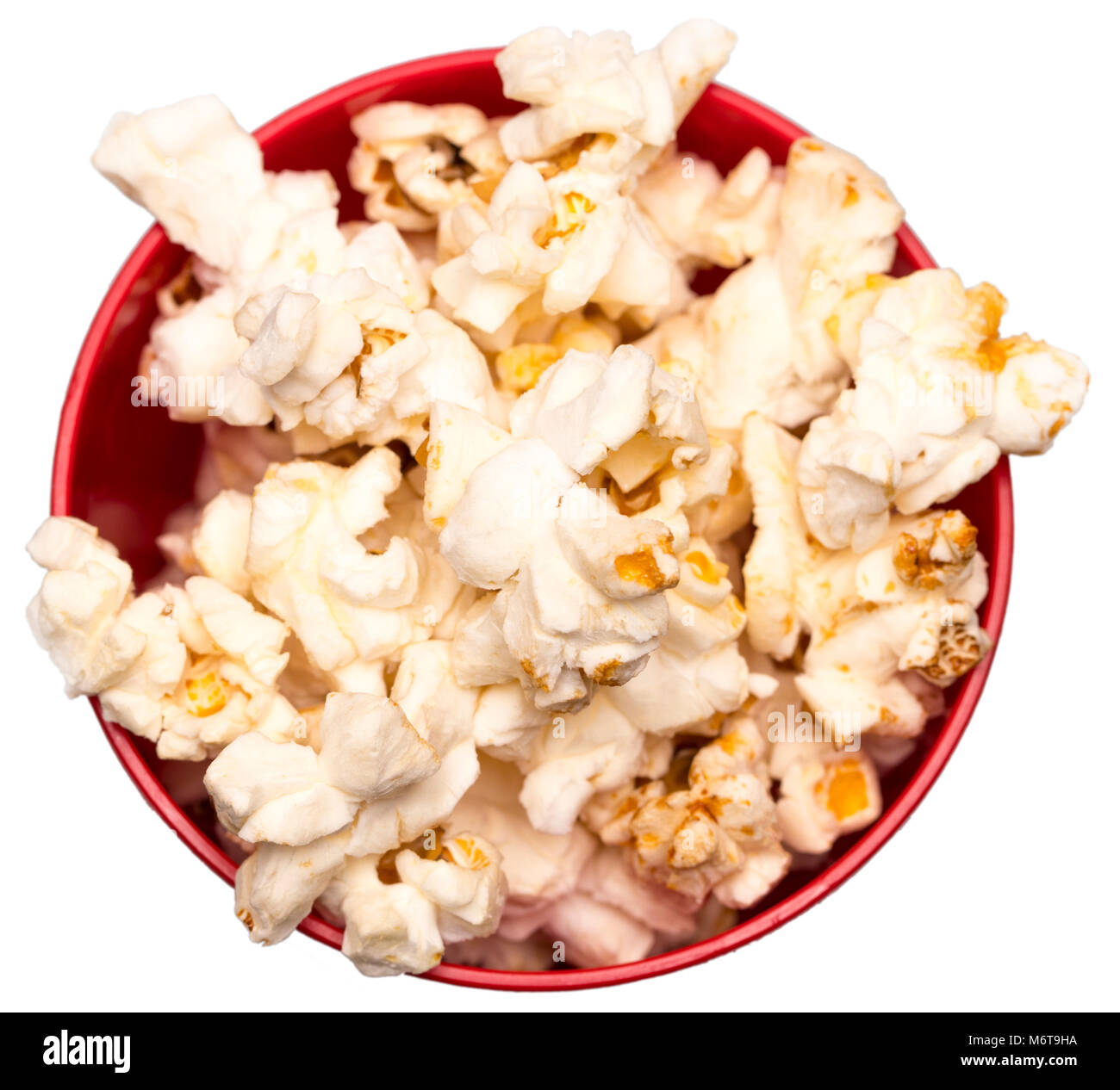 Il popcorn in una ciotola rossa vista dall'alto. Foto Stock