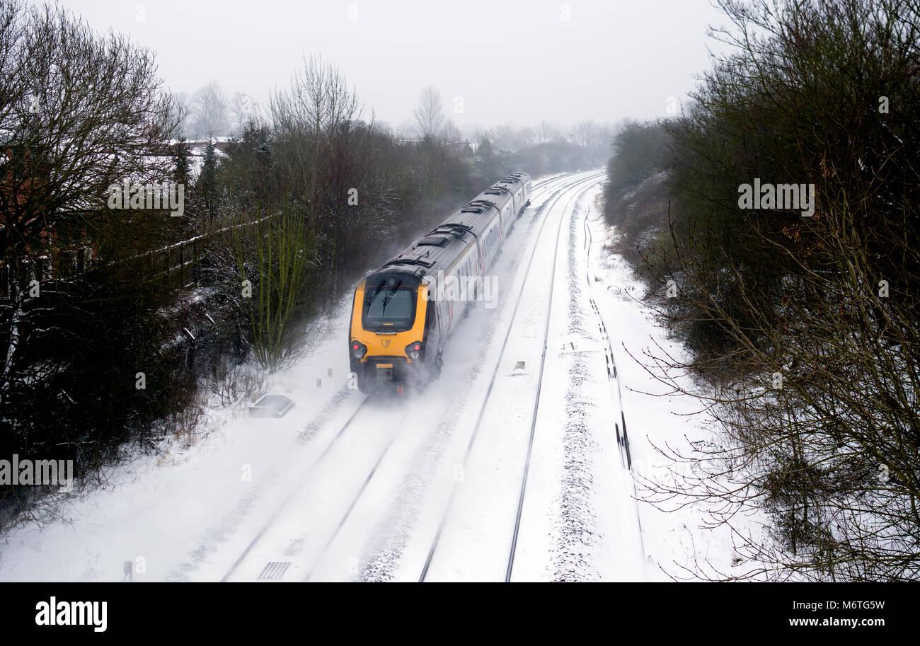 Arriva CrossCountry Voyager treno diesel in caso di neve, Warwick, Regno Unito Immagini Stock