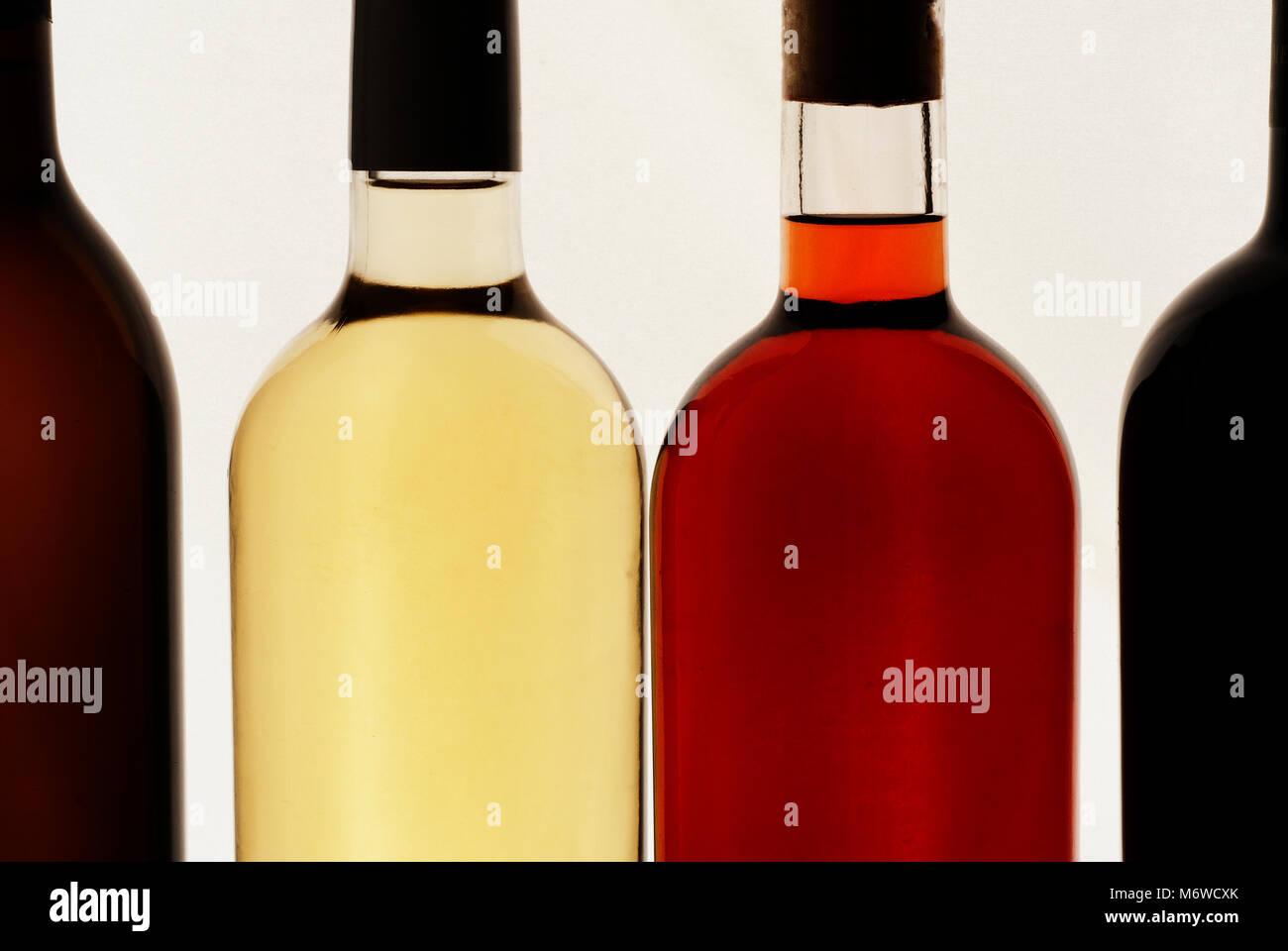 Quattro Bottiglie Di Vino Sfondo Bianco Vino Rosso Vino Bianco