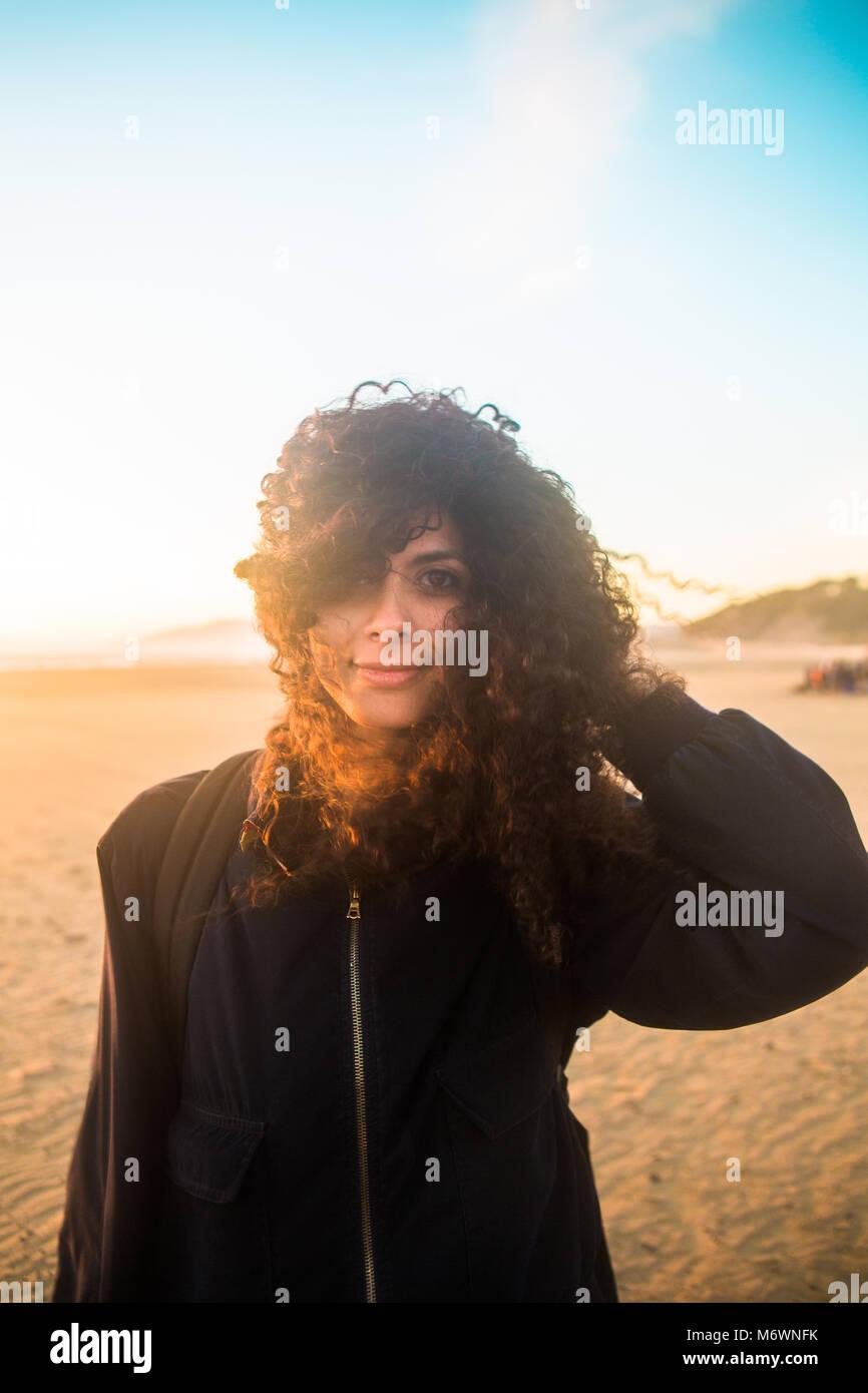 Donna sulla spiaggia Immagini Stock