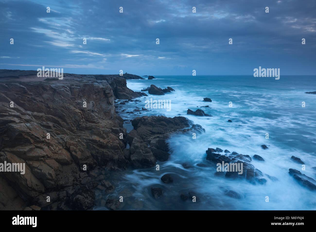 Mare mosso, Cote Sauvage da Pointe de Beg en Aud, Presqu'île de Quiberon, Morbihan, Bretagne, Francia Immagini Stock