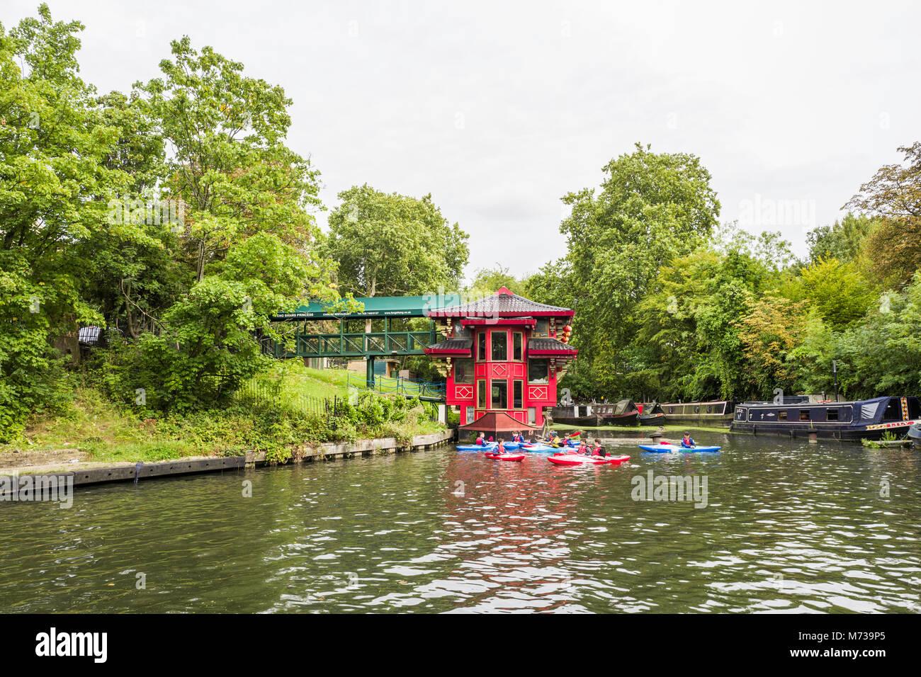 Il Feng Shang Princess è un galleggiante ristorante cinese in The Cumberland Bacino del Regent's Canal, Immagini Stock