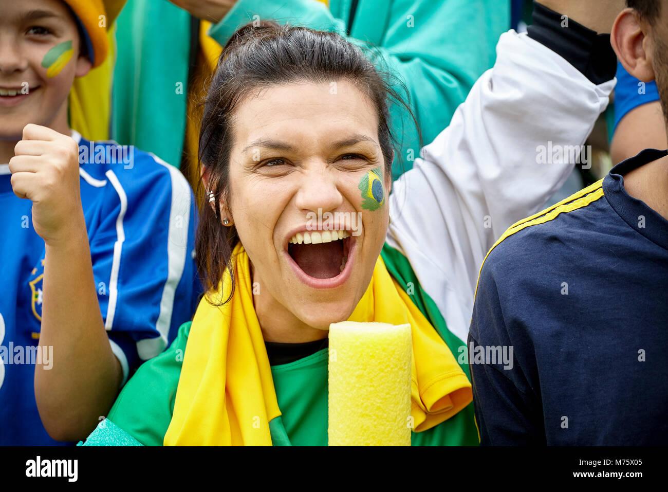 Il calcio brasiliano fan il tifo a corrispondere Immagini Stock