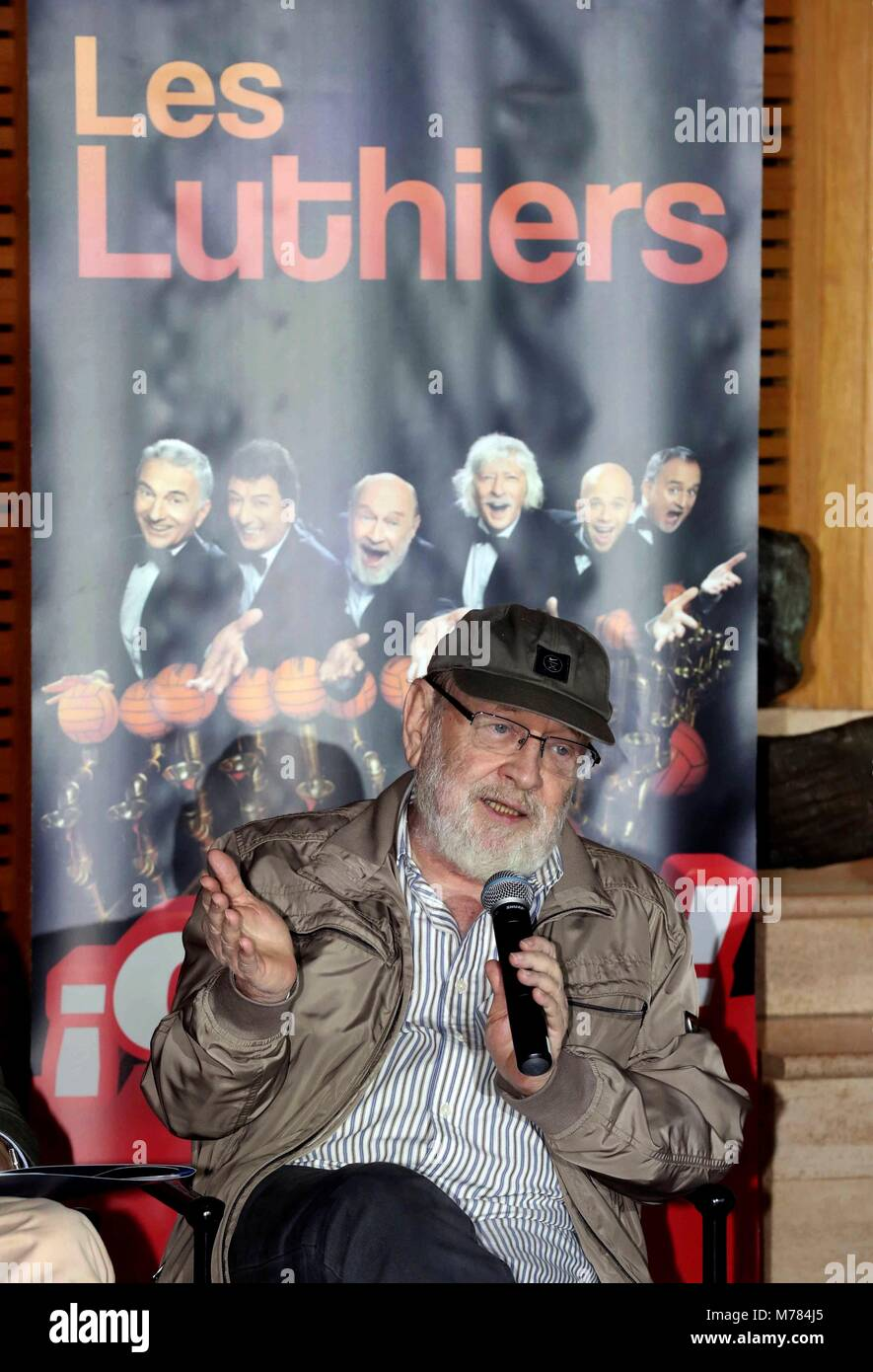 Gli Stati Argentino di musicisti e attori comici Les liutai Marcos Mundstock (C) assiste la presentazione del loro Immagini Stock