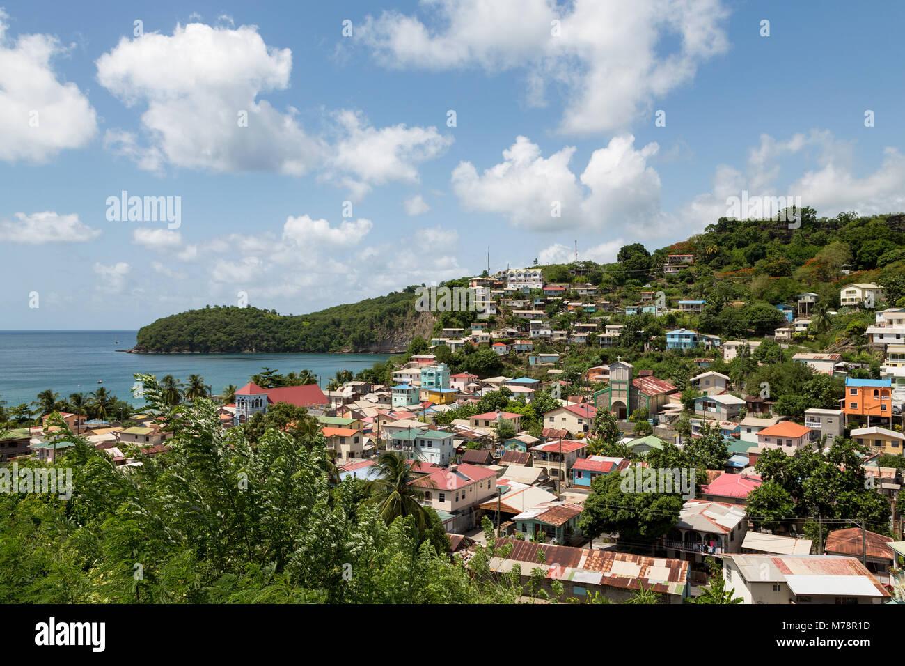 La piccola città di canarini, con Baia delle Isole Canarie al di là, Santa Lucia, isole Windward, West Immagini Stock
