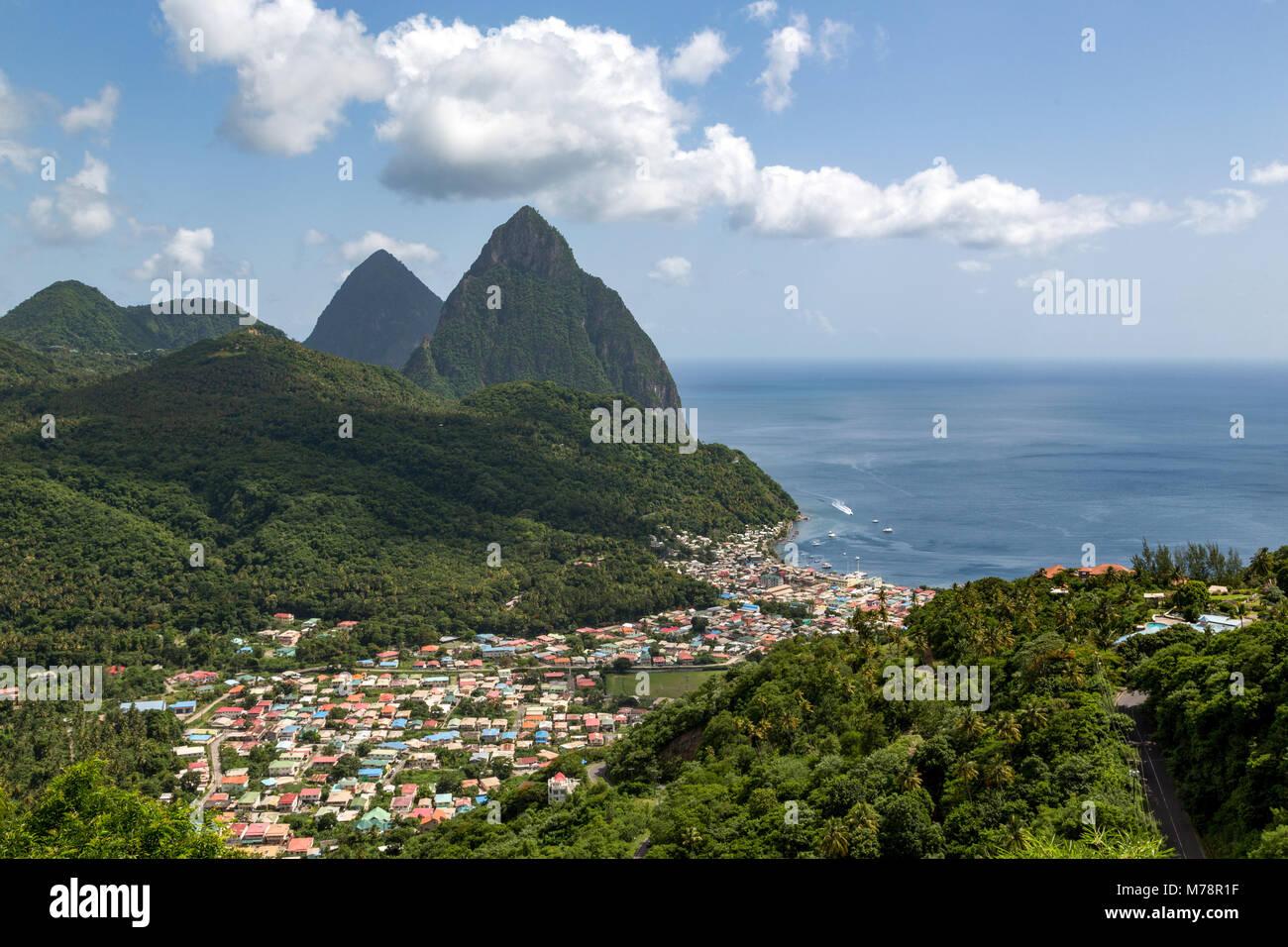 La città di Soufriere con chiodi, Sito Patrimonio Mondiale dell'UNESCO, oltre, Santa Lucia, isole Windward, Immagini Stock