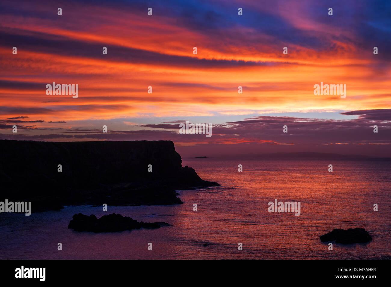 Abstract la formazione di bile sulla costa da sogno dei Giganti Causeway, atmosfera serale, Irlanda del Nord Immagini Stock