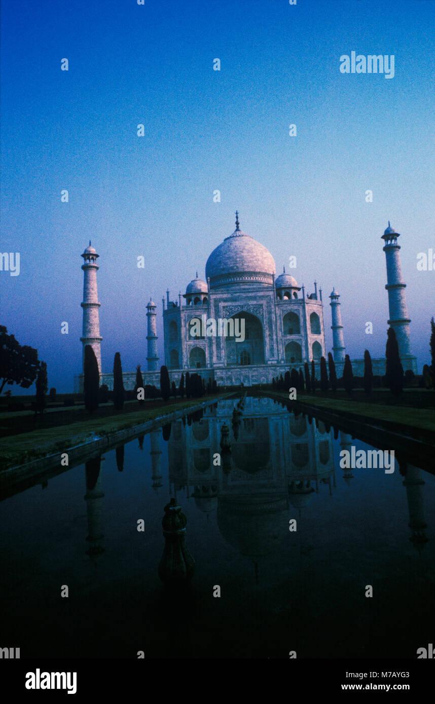 Facciata di un monumento, Taj Mahal, Agra, Uttar Pradesh, India Immagini Stock