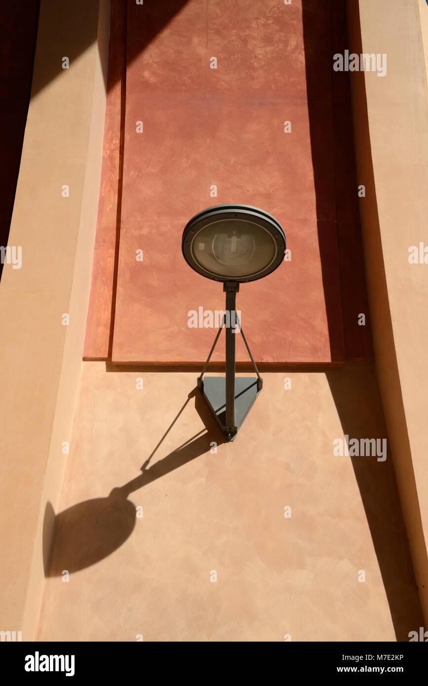 Strada contemporanea luce o designer moderno Lampione Aix-en-Provence Francia Immagini Stock