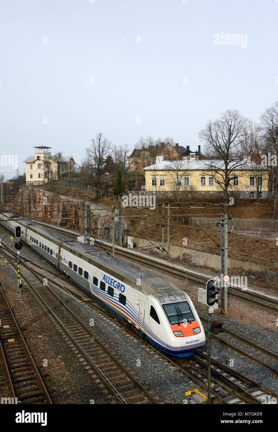 Un allegro servizio a San Pietroburgo partono da Helsinki stazione ferroviaria Immagini Stock