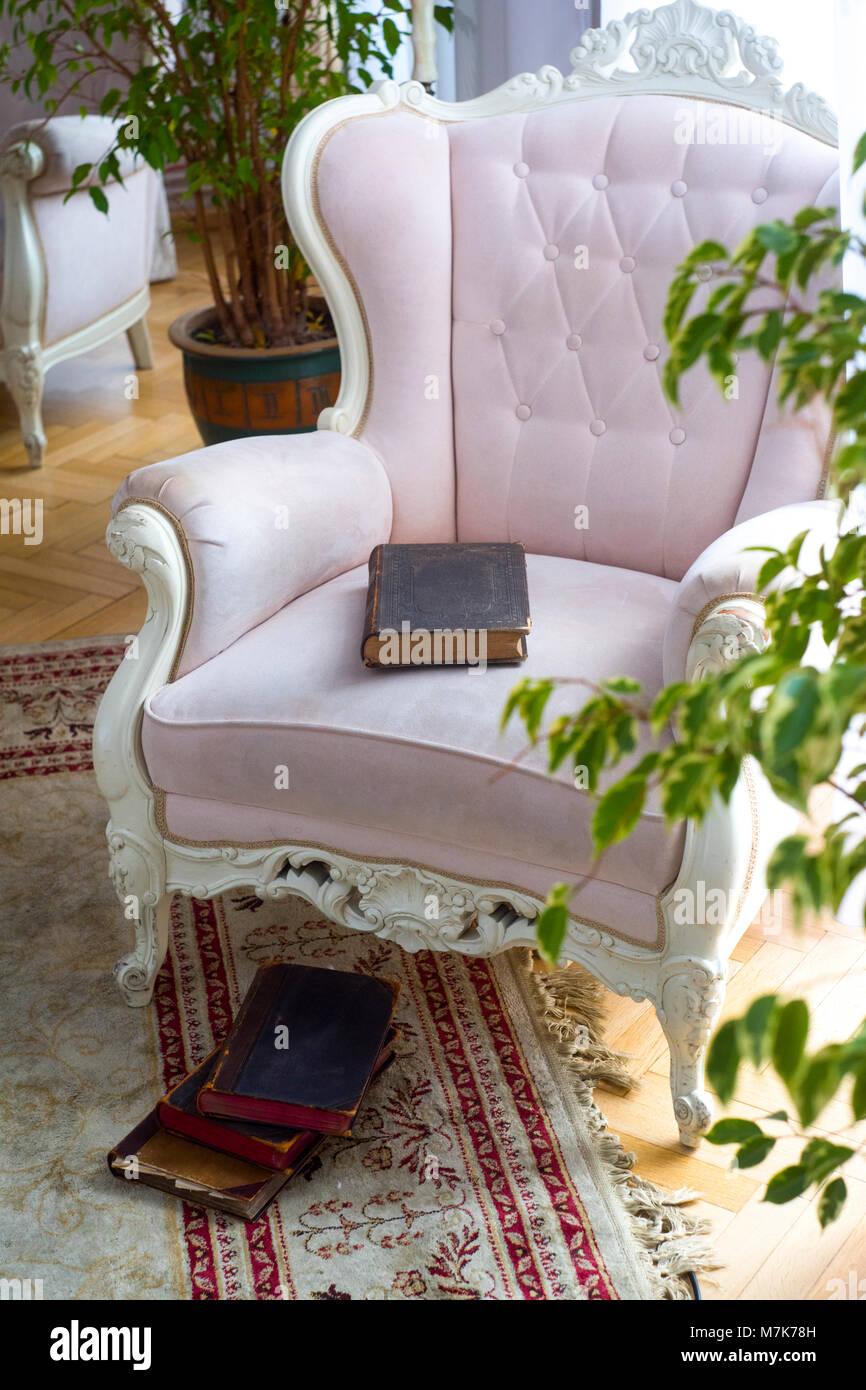 Lussuoso e minimalista arredamento arte poltrona rosa in for Arredamento lussuoso