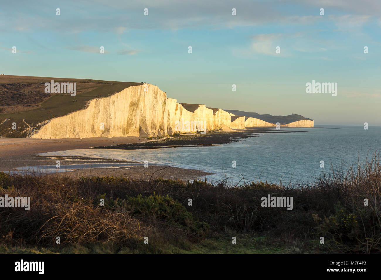 Le sette sorelle è una serie di chalk cliffs dal canale inglese. Essi fanno parte del South Downs in East Sussex. Immagini Stock