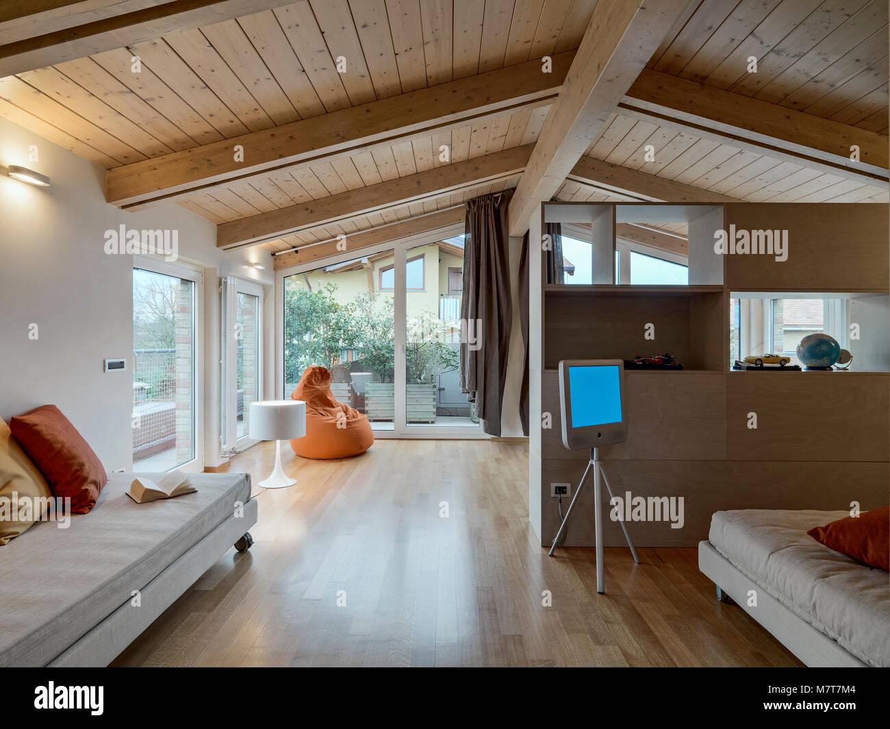 Perfect gli scatti in interni di una moderna mansarda con for Foto di mansarde arredate