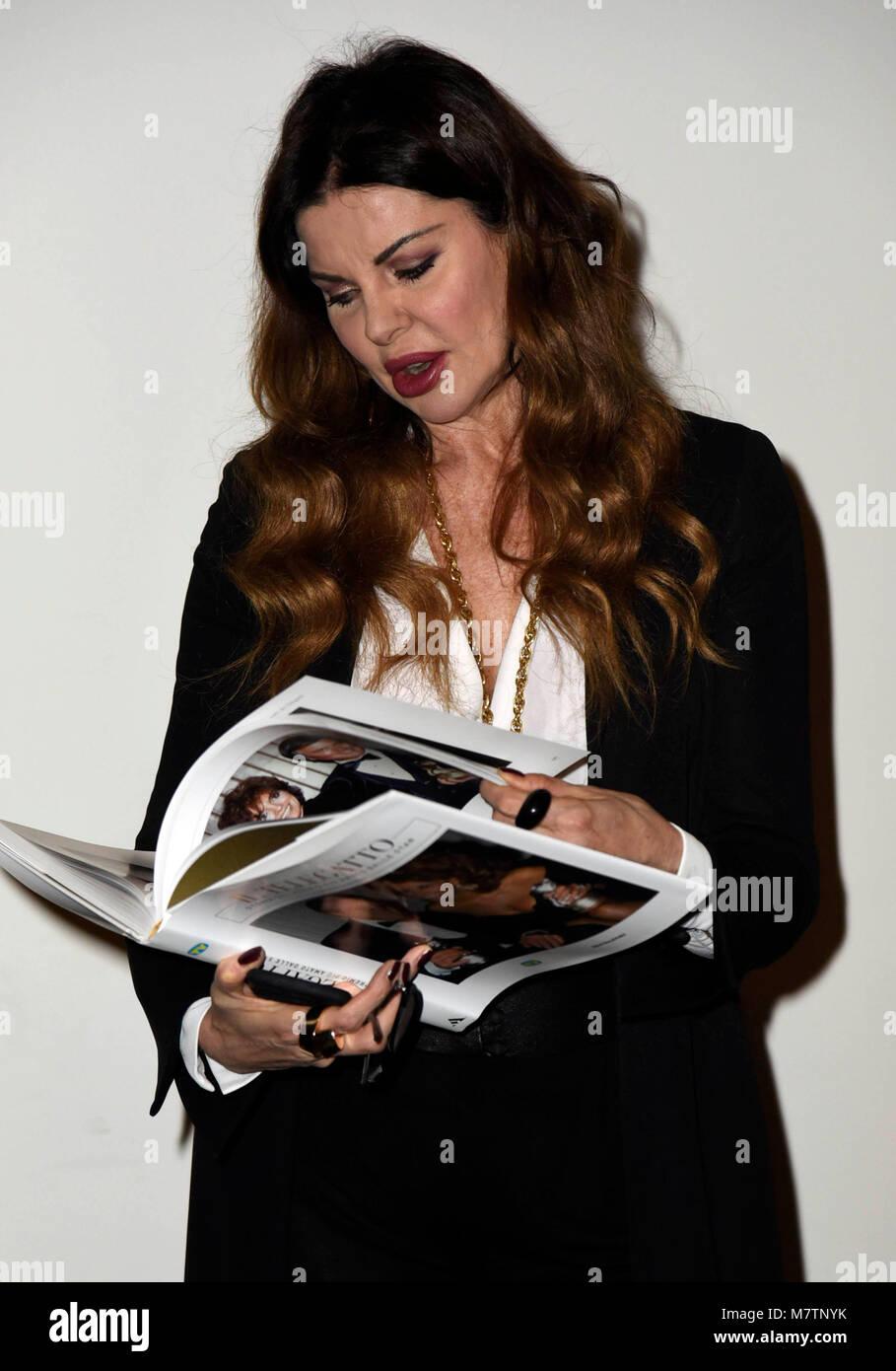"""Milano, """"Tempo di libri' Fiera Internazionale - Presentazione del libro : Il Telegatto - nella foto: Alba Immagini Stock"""