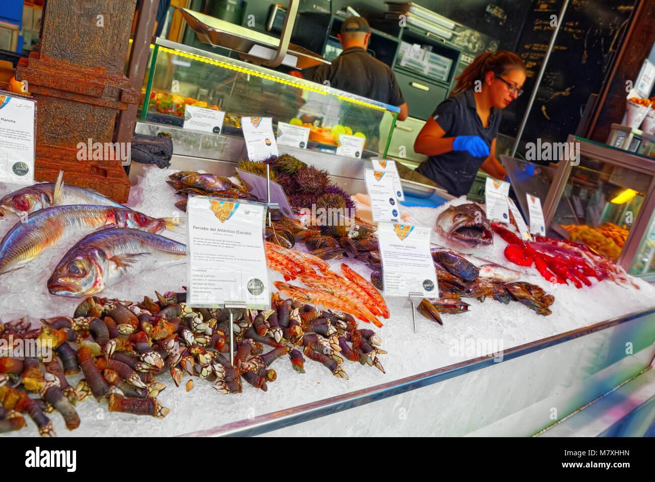 Madrid, Spagna - 05 Giugno 2017 : Piscina del Mercato di San Miguel (Spagnolo: Mercado de San Miguel) è un mercato coperto situato a Madrid, Spagna. Originall Foto Stock