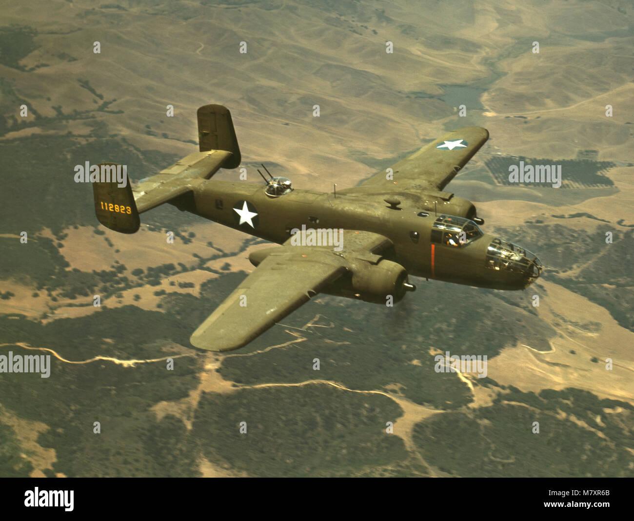 B-25 bombardiere medio durante la seconda guerra mondiale la formazione di volo, la North American Aviation, Inc., Immagini Stock