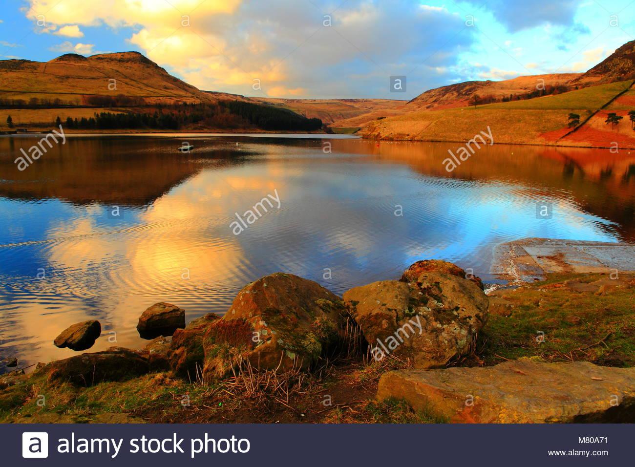 Colomba di pietra del Parco Nazionale del Peak District inizio serata all'inizio della primavera Marzo 2018 Immagini Stock