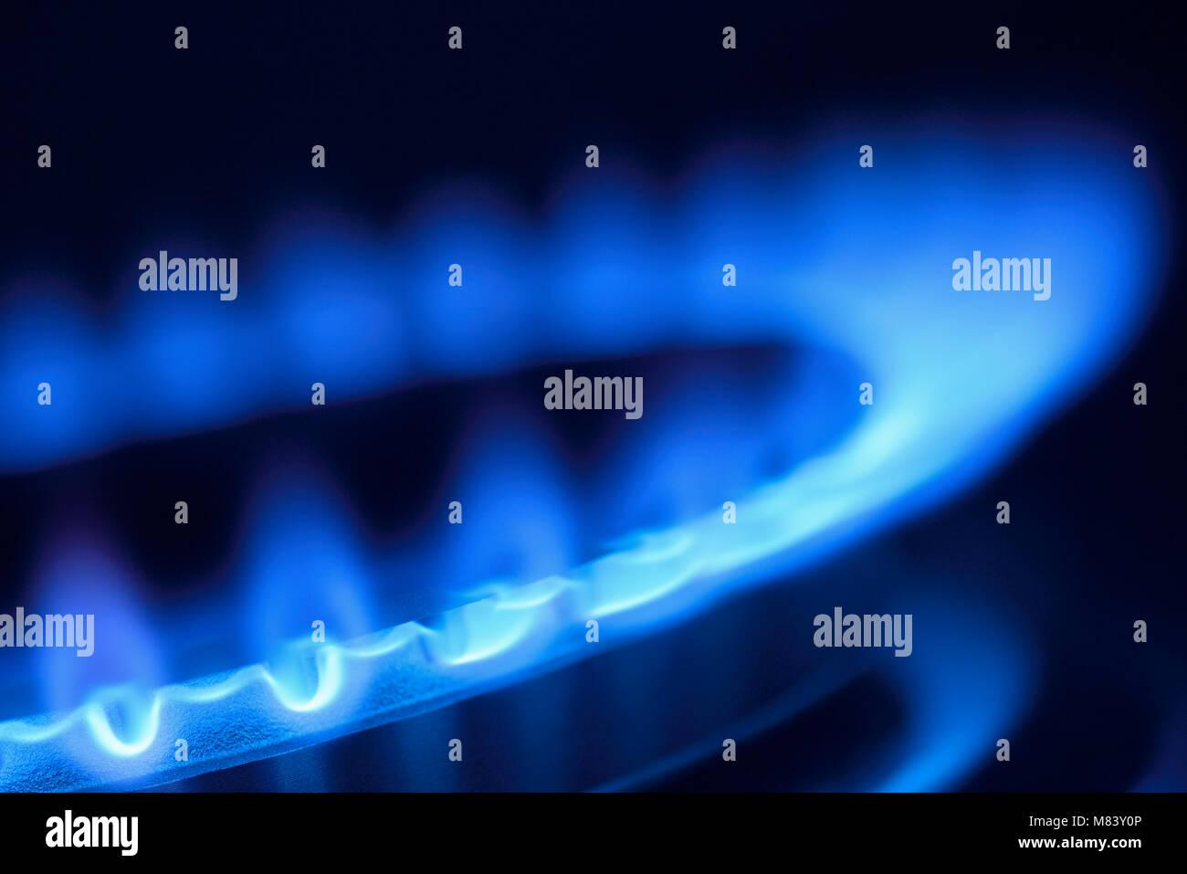 Fiamma a gas su di un piano di cottura della cucina, Close Up Immagini Stock