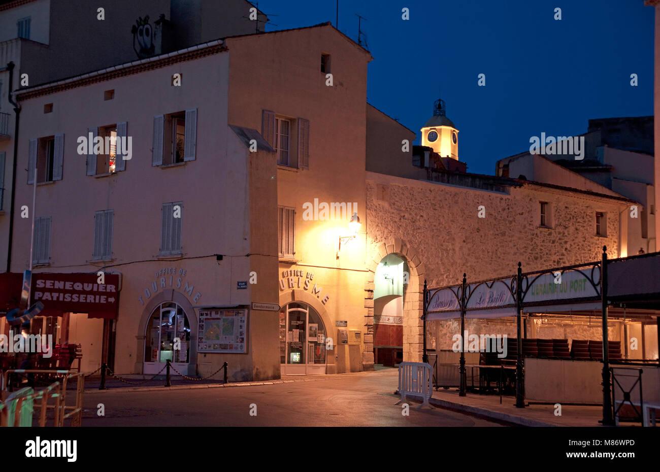 Ufficio Turismo In Francese : In tarda serata a saint tropez ufficio del turismo di porto