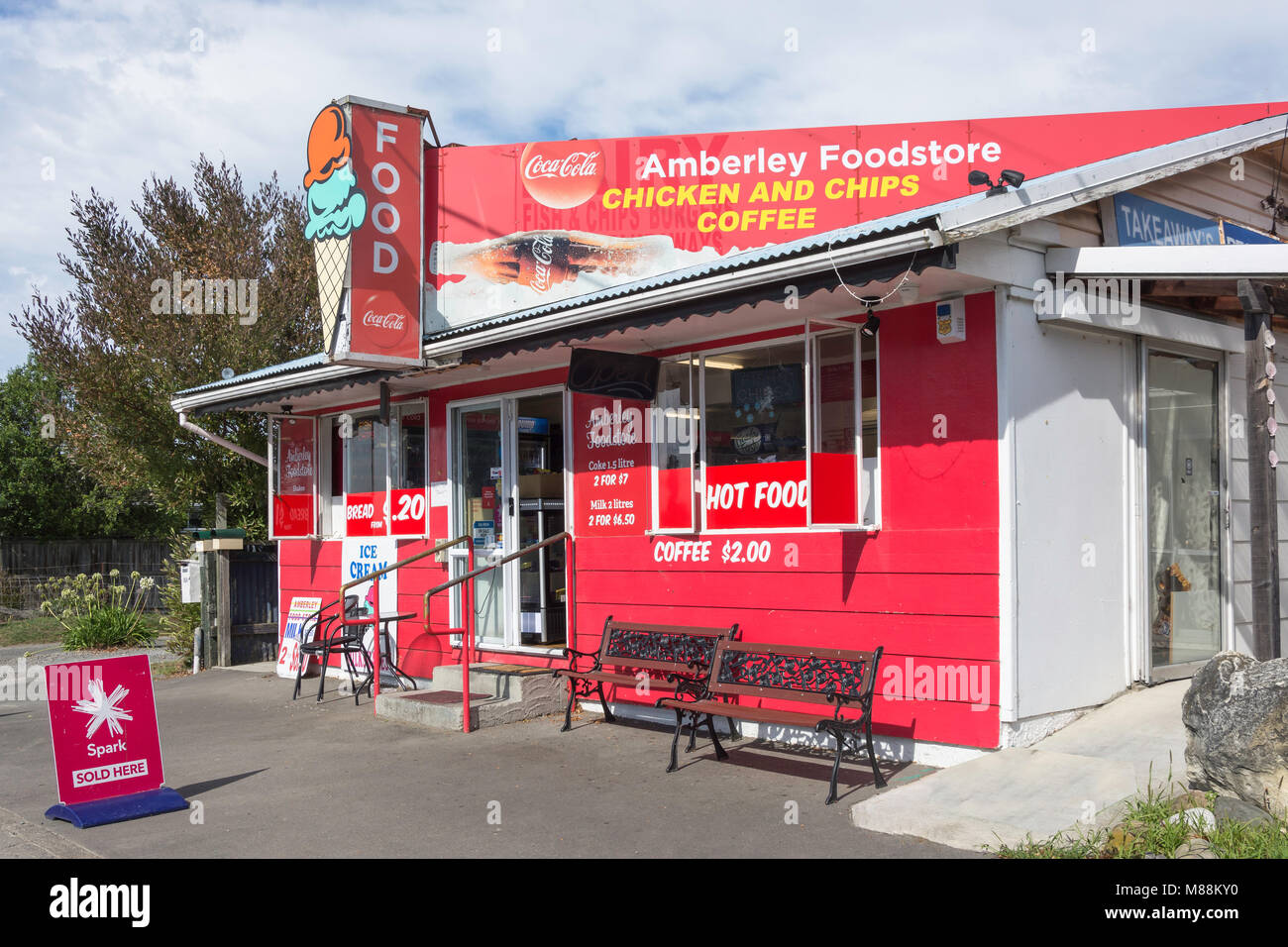 Amberley Dairy Foodstore, Autostrada statale 1, Amberley, regione di Canterbury, Nuova Zelanda Immagini Stock