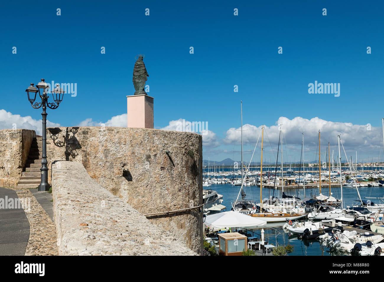 Imbarcazioni del porto di Alghero, Sardegna, Italia Immagini Stock