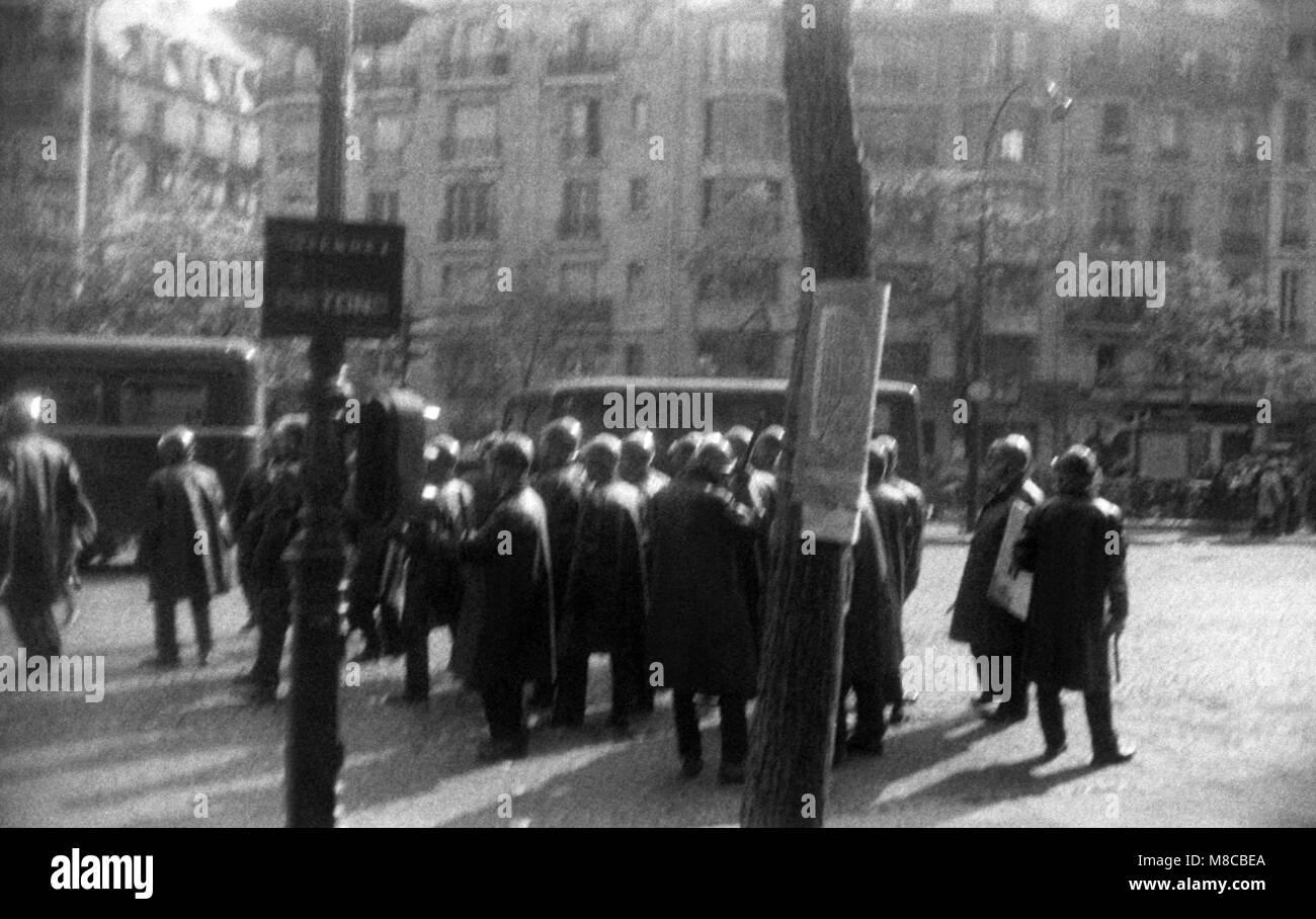 Philippe Gras / Le Pictorium - Maggio 1968 - 1968 - Francia / Ile-de-France (Regione) / Parigi - Polizia sono in Immagini Stock