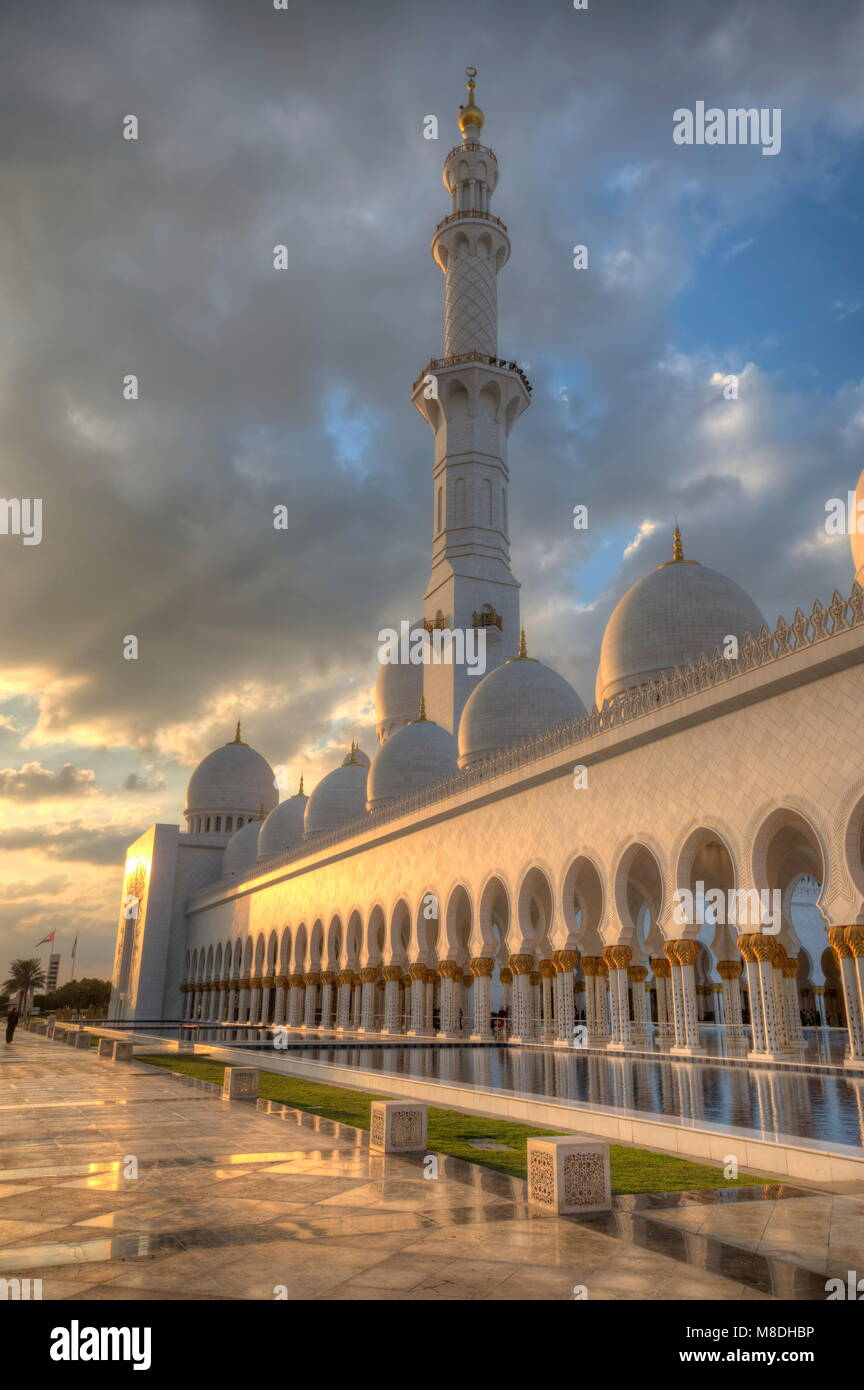 ABU DHABI, Emirati Arabi Uniti - 01 febbraio: Sheikh Zayed Grande Moschea di Abu Dhabi, Emirati arabi uniti nel Immagini Stock
