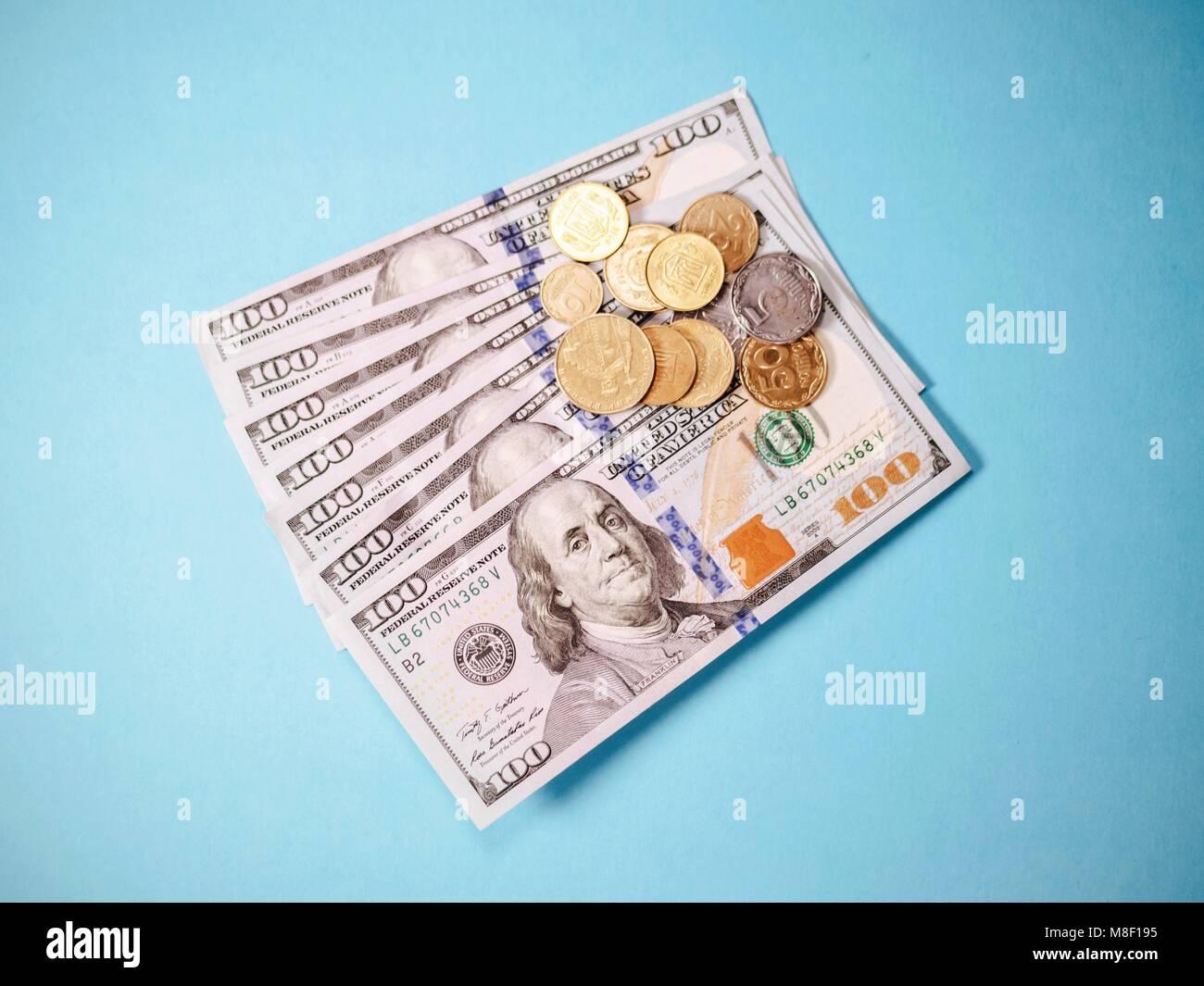 Close up di varie banconote e monete di diversi paesi Immagini Stock