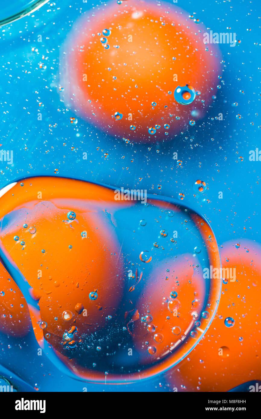 Abstract background fullcolor. Gocce e bolle di liquido. Il concetto di microcosmo. Tonica. Immagini Stock