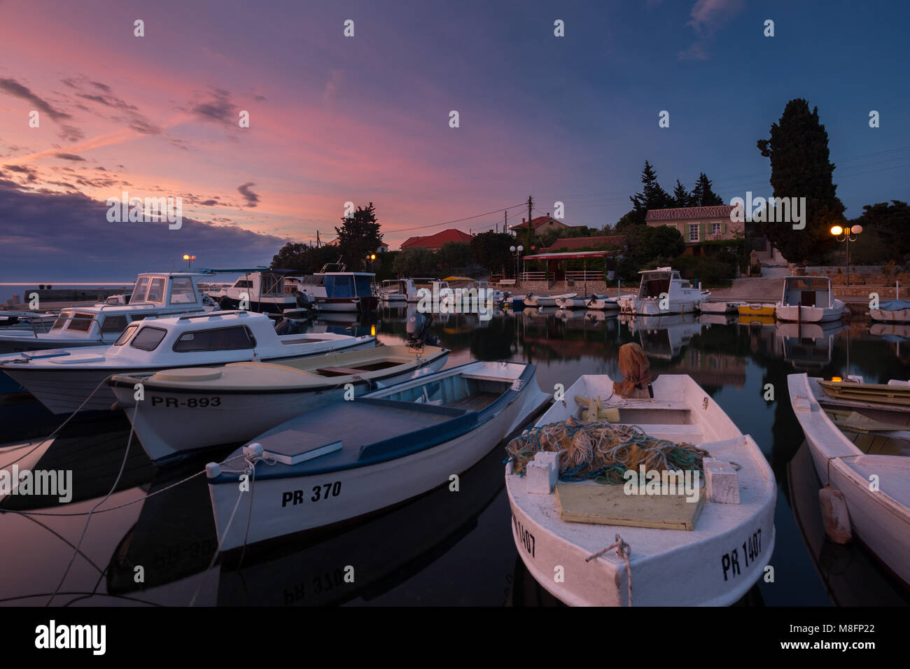 Piccola baia Ceprljanda in luogo Ugljan sull isola di Ugljan, Dalmazia, Croazia Immagini Stock