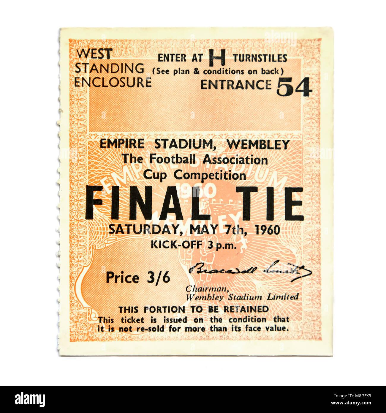 Valore inflazione & prezzi si riflette in questa antica e storica di Londra ticket calcio stub con vintage anni Immagini Stock