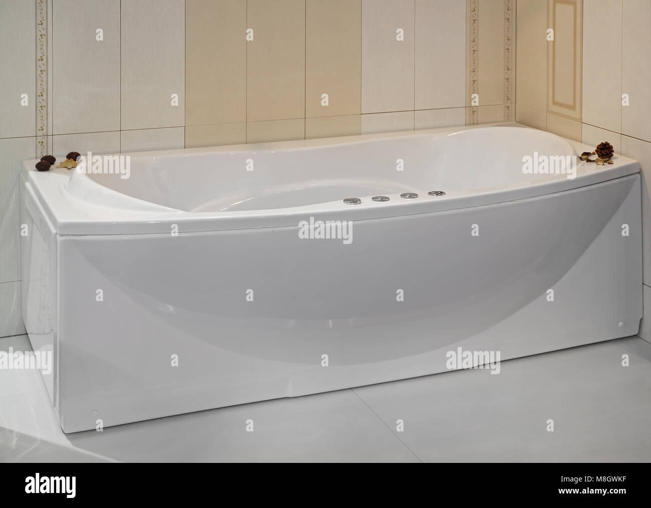 Sala Da Bagno Stile Contemporaneo : Vasca da bagno in stile contemporaneo con i controlli nella stanza