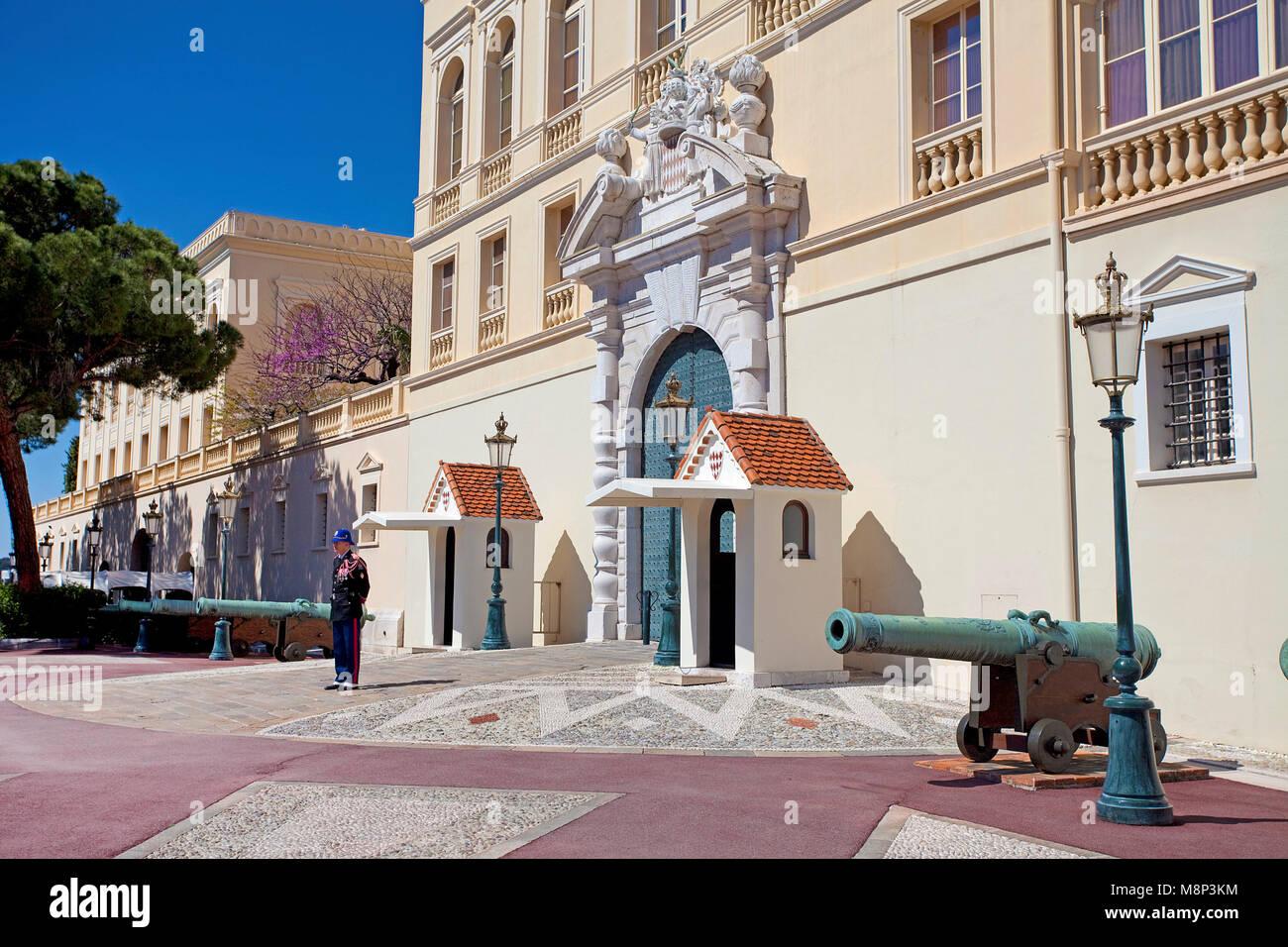 Palace guardia al Palais Princier, Princes Palace di Monaco, residenza ufficiale del Principe Sovrano di Monaco, Immagini Stock