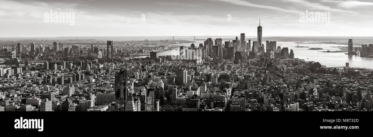 Antenna vista panoramica di Lower Manhattan in bianco e nero. La città di New York Immagini Stock