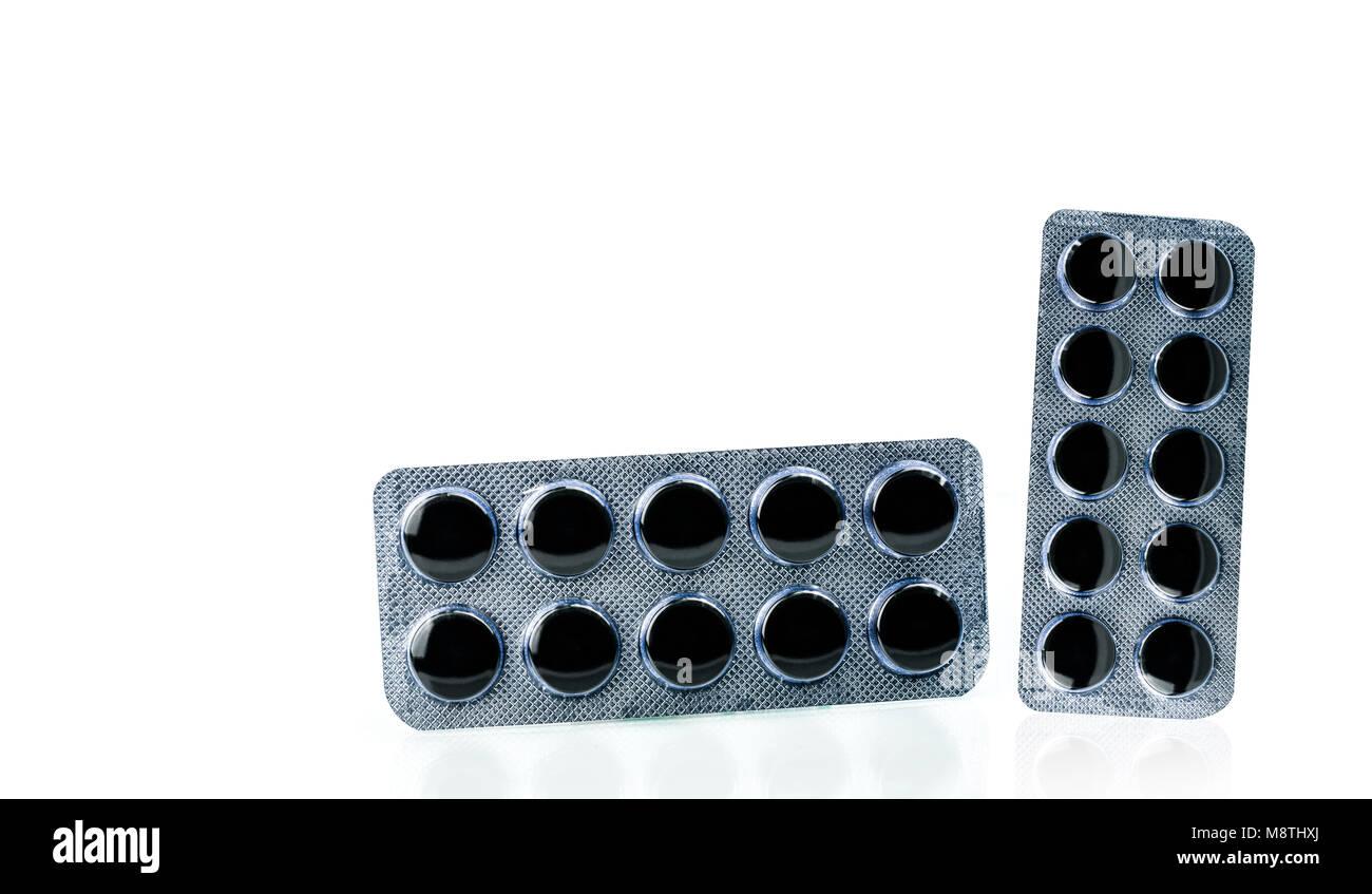 Carbone Attivo Pillole Compresse In Blister Isolato Su Sfondo Bianco