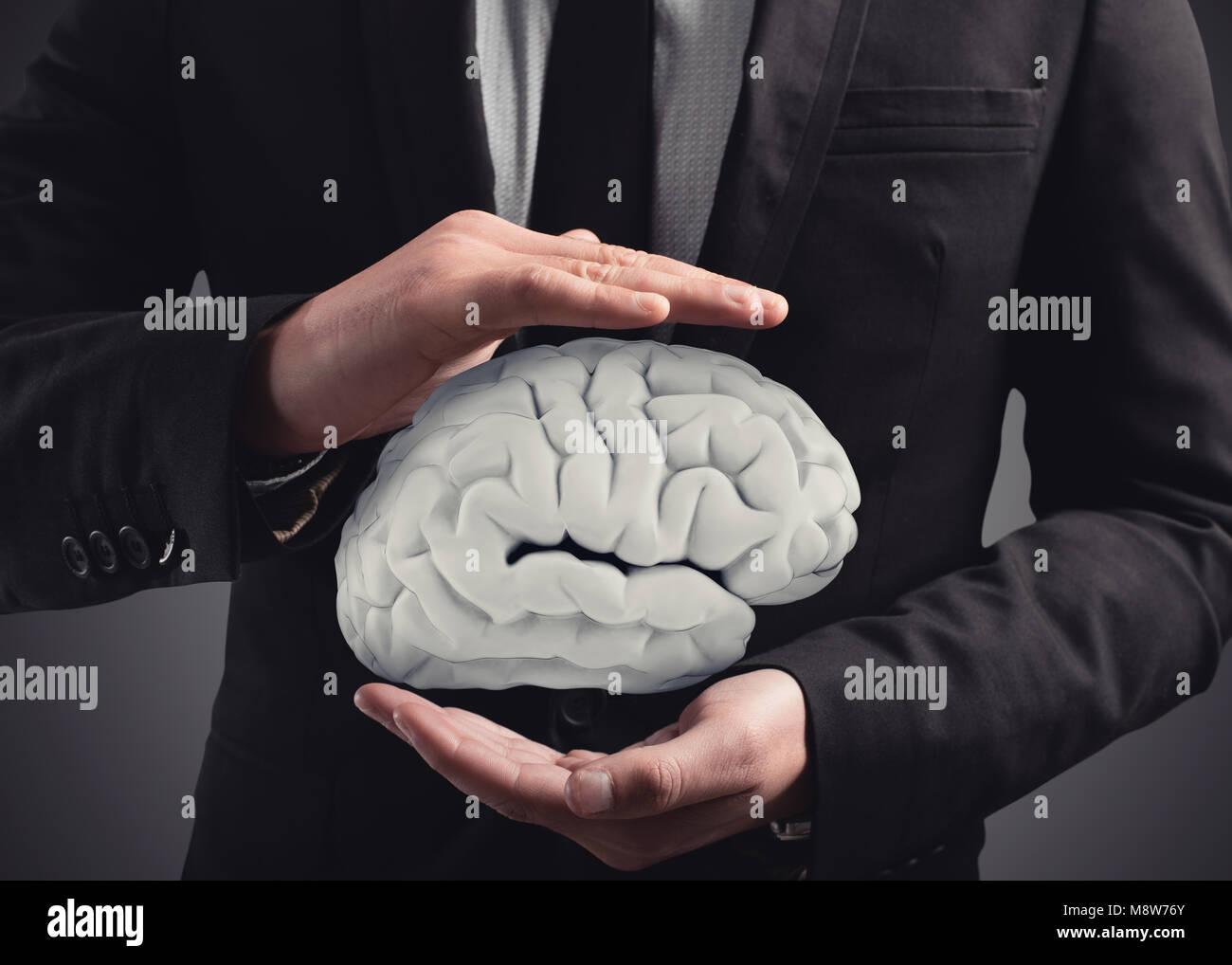 L'uomo protegge un cervello con le sue mani. Il rendering 3D Foto Stock