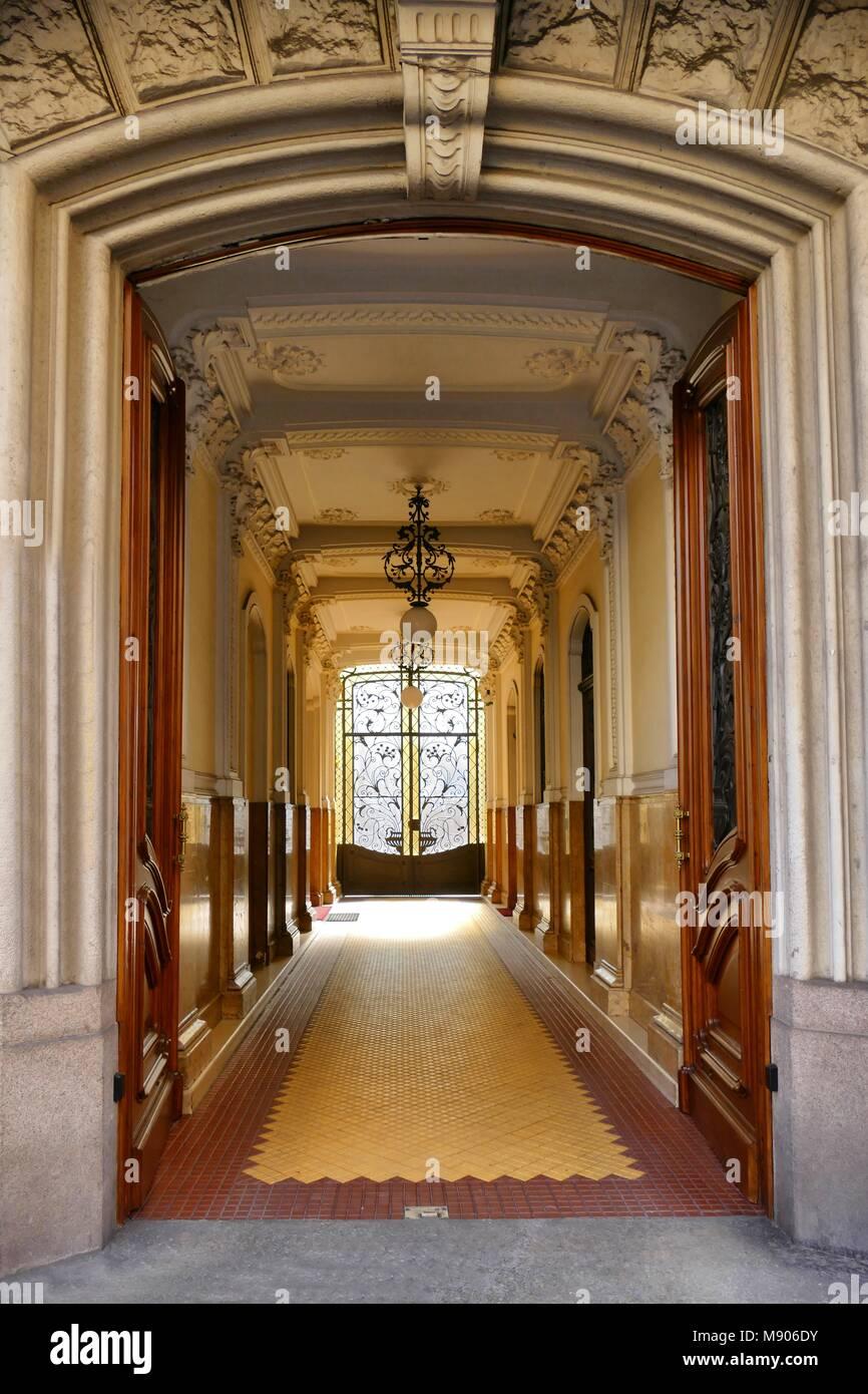 Lobby elegante di palazzo signorile con stile liberty dettagli liberty Torino Italia 14 Marzo 2018 Immagini Stock