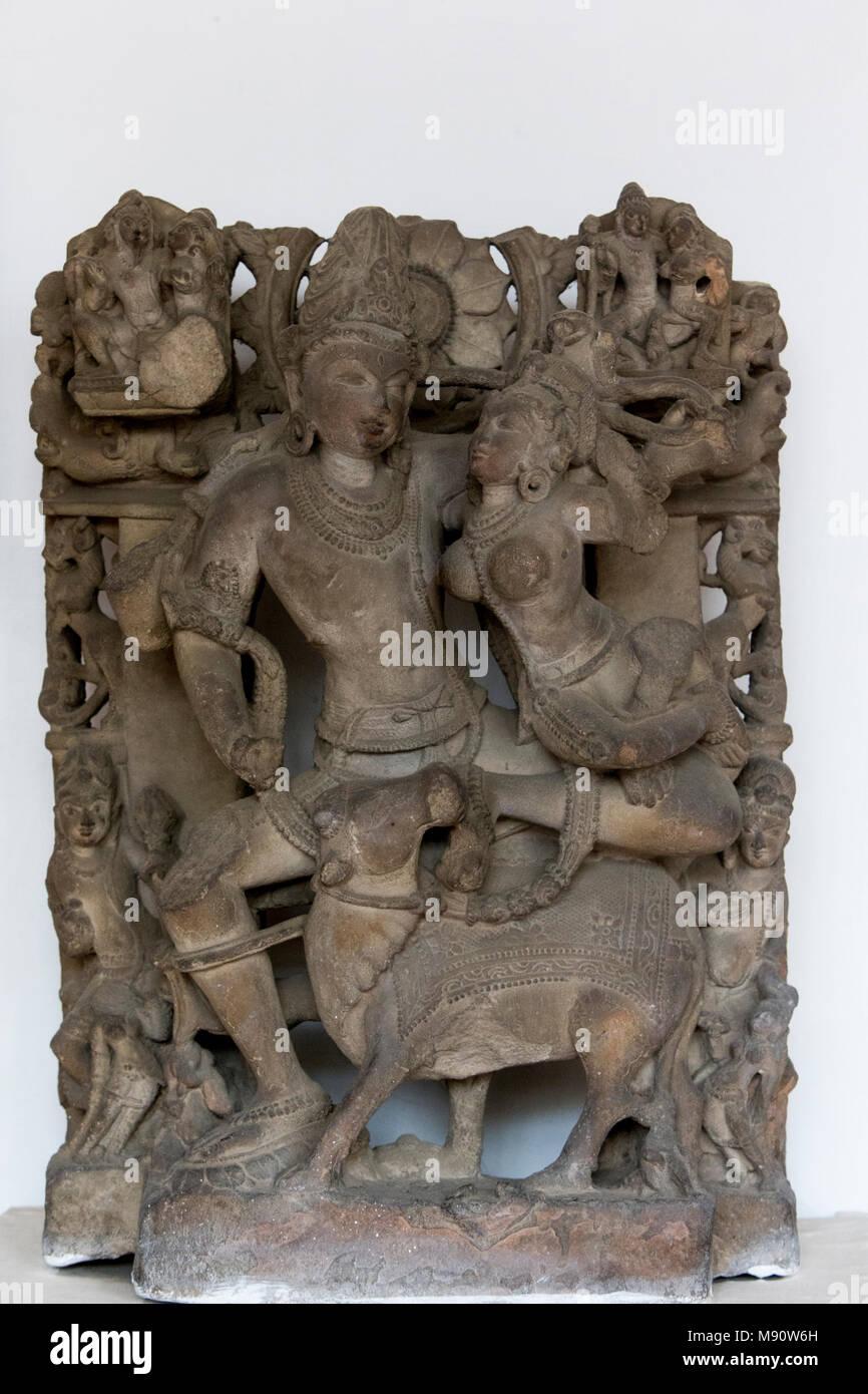 Delhi museo nazionale. Uma-Maheshwar (Parvati e Shiva). Pratihara, decimo secolo D.C. Rohtak, Haryana. La pietra. India. Immagini Stock