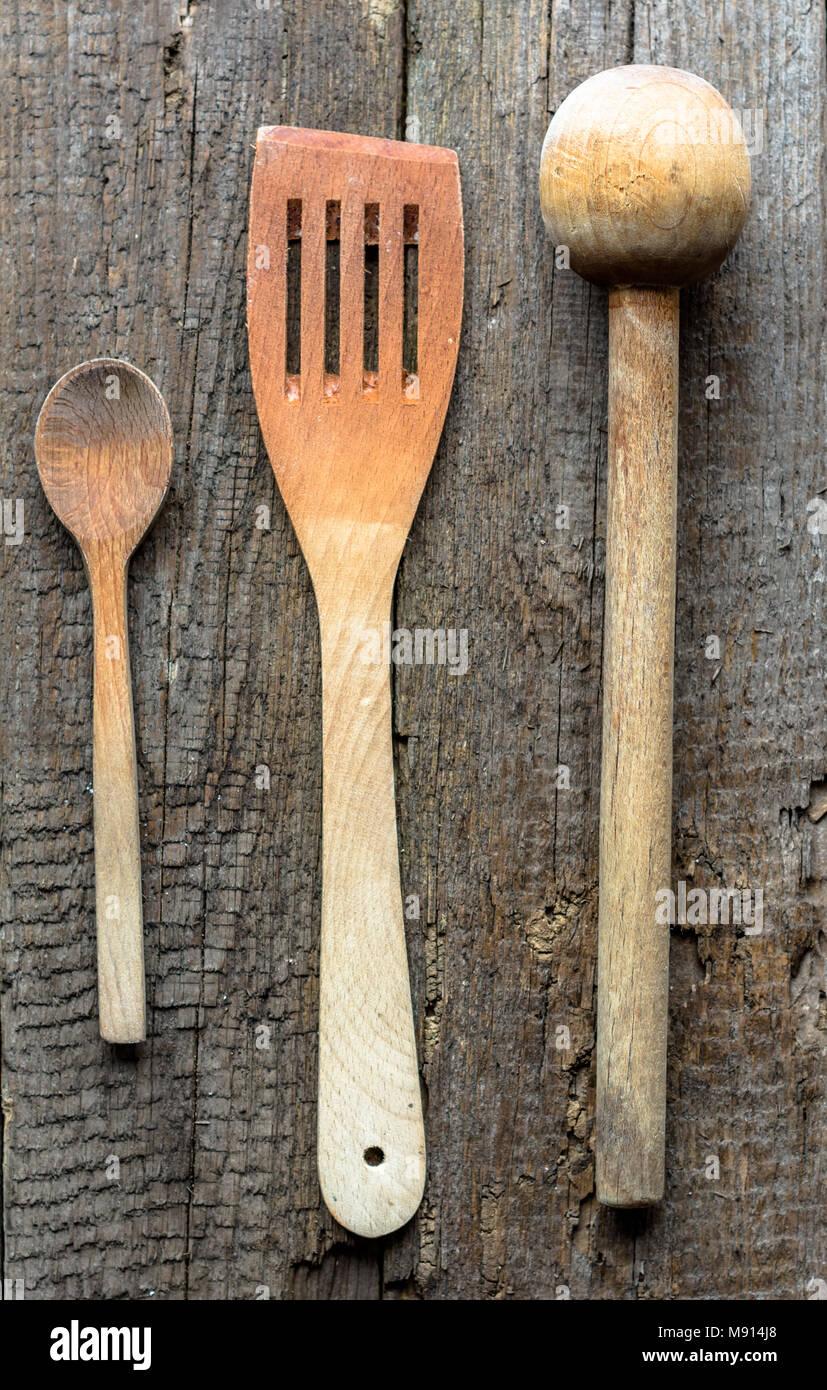 Vecchi utensili da cucina in legno invecchiato tabella Foto ...