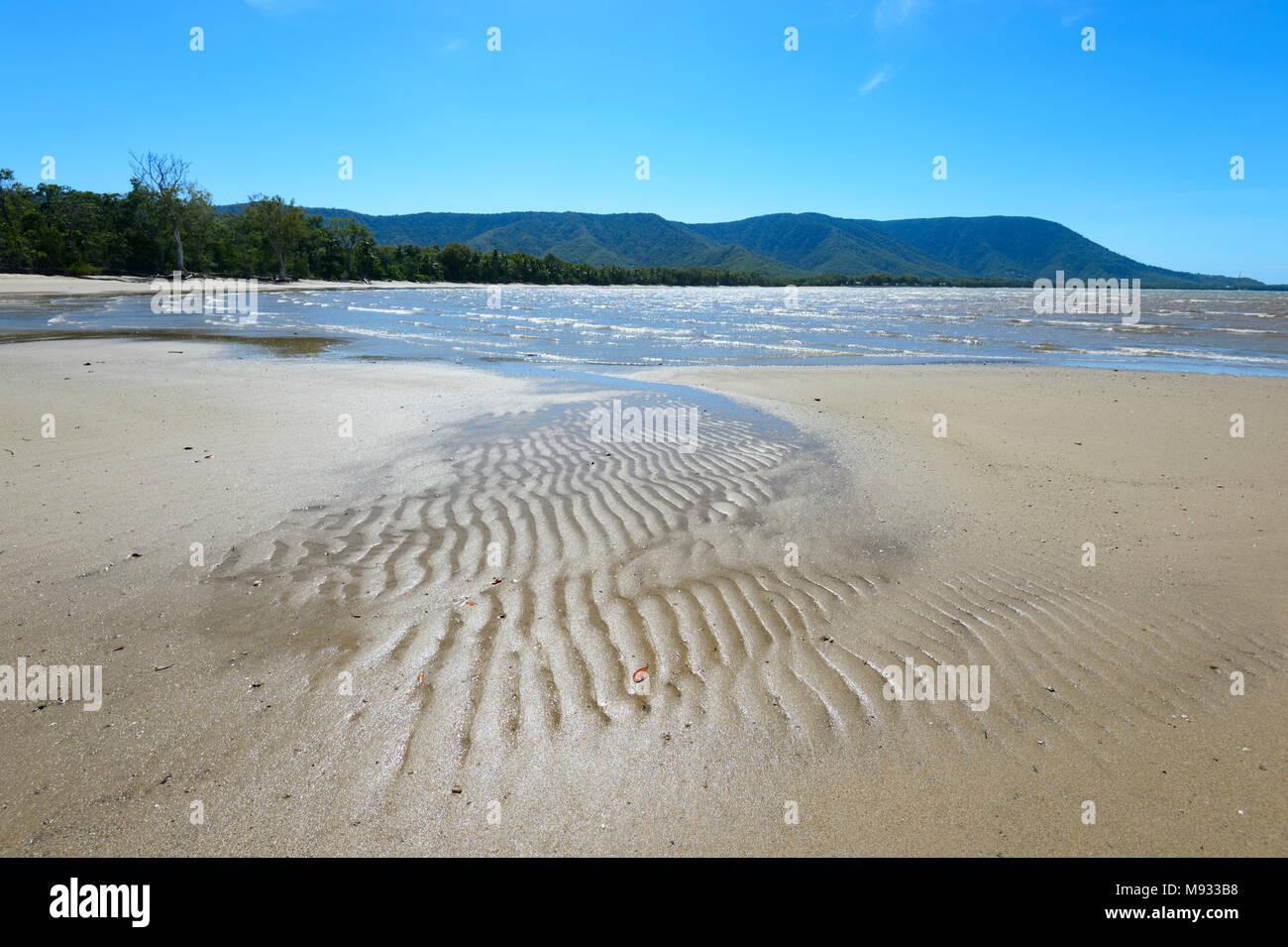 Modelli di sabbia a Kewarra Beach, Cairns Northern Beaches, estremo Nord Queensland, FNQ, QLD, Australia Immagini Stock