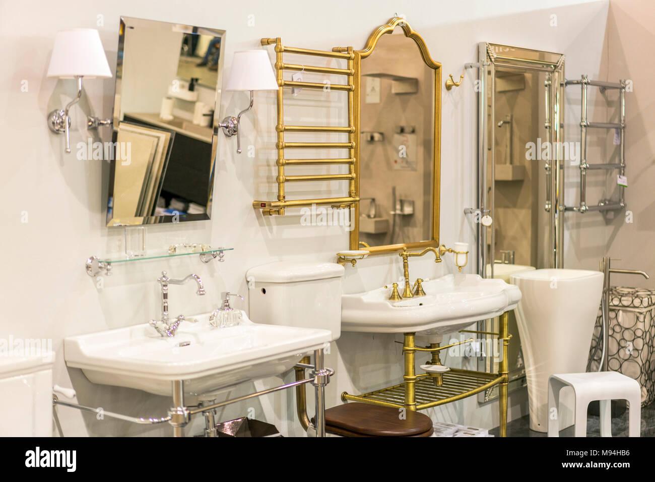 Bagno Shop Lavandini Termoarredo Specchi Foto Immagine Stock
