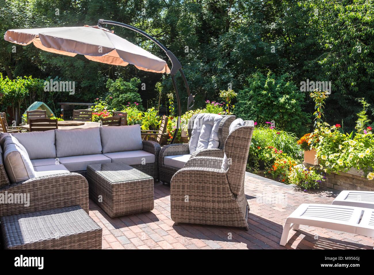 Rattan moderni mobili da giardino con tavolo da pranzo e for Mobili da giardino rattan economici