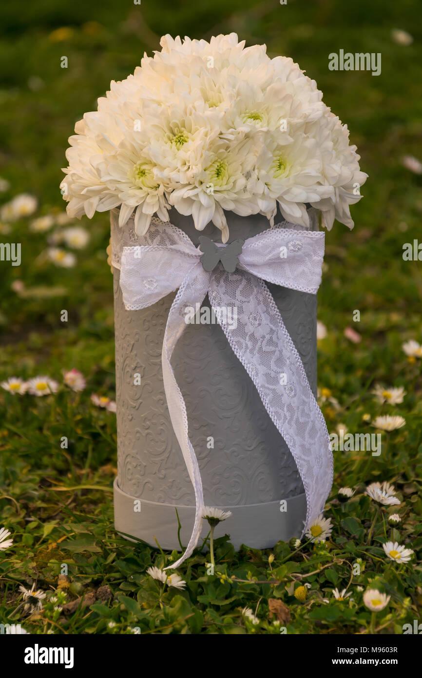 Un Bouquet Di Fiori Bianchi Per Un Regalo Di Anniversario