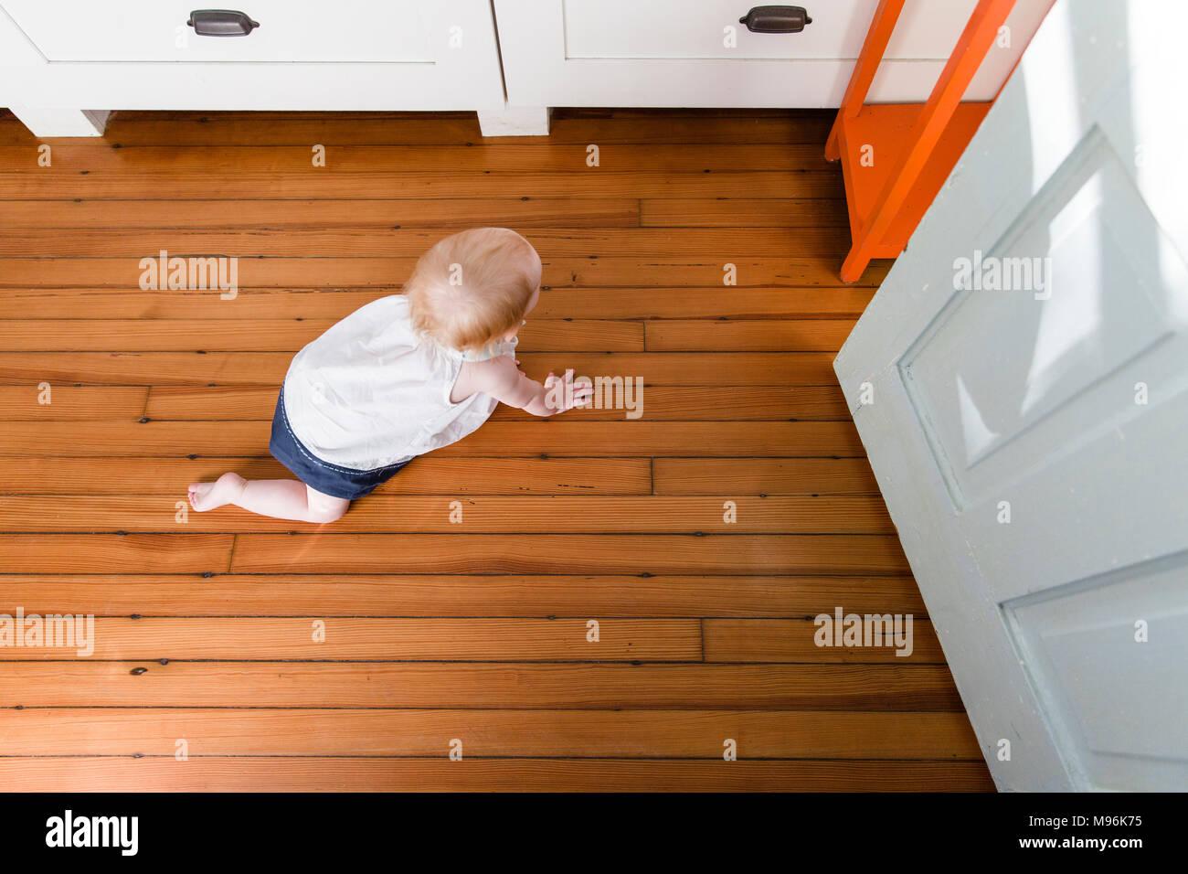 Strisciare del bambino Immagini Stock
