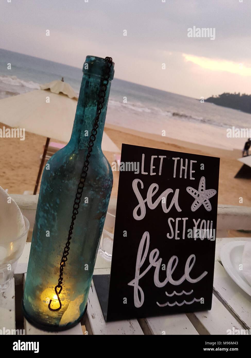 Lasciate che il set di mare è libero amore board Immagini Stock