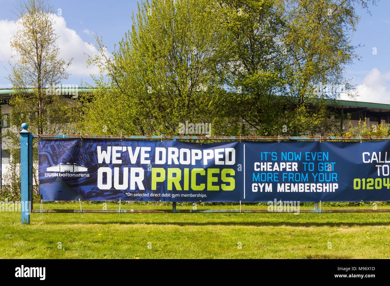 Palestra di appartenenza banner pubblicitari al di fuori di Bolton Arena indoor sports arena a Middlebrook Retail e Leisure Park, Horwich. Immagini Stock