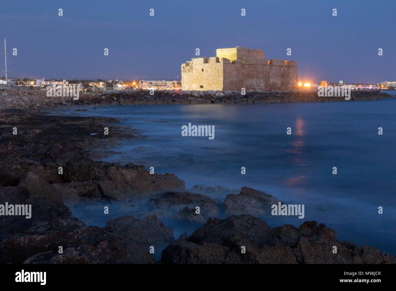 Il castello di Pafo / fort in Kato Paphos porto sulla costa mediterranea di Paphos, Cipro, Mediterraneo, Europa Foto Stock
