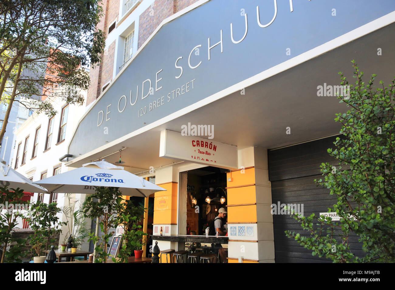 Bar e ristoranti di Bree Street, il più cool street nel centro di Città del Capo in Sud Africa Immagini Stock
